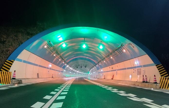 蓝天白云涂料_蓄能发光涂料_隧道防火板_隧道蓄能发光漆